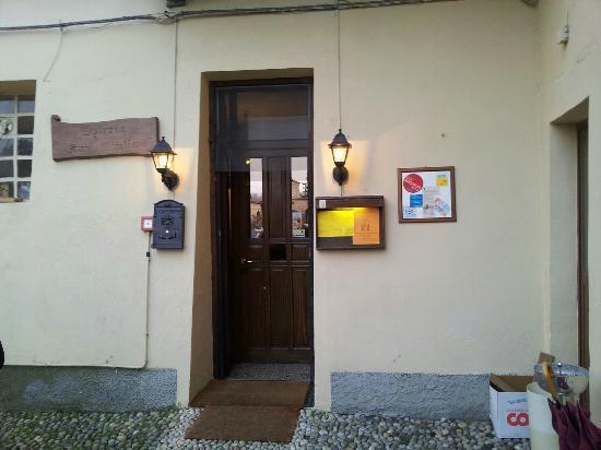 Bellinzago Novarese, Italy: ingresso del locale