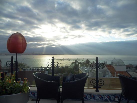 Tria Hotel Istanbul: Террасса