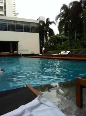 COMO Metropolitan Bangkok: pool area
