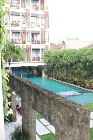 The Haven Bali: View from my room to the pool at the front of the hotel.