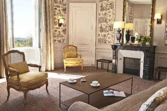"""Domaine de la Tortiniere: Chambre """"Suite """" au château"""