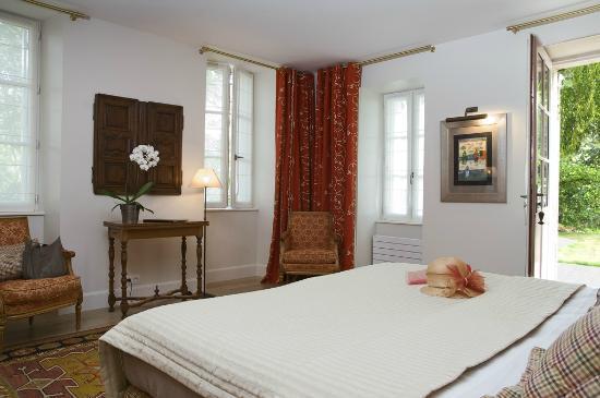 """Domaine de la Tortiniere: Chambre """"Elégance"""" au pavillon"""