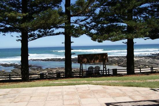 Sea Otters Lodge: Direct access to beach