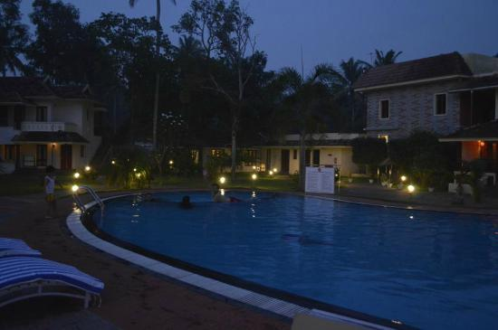 The World Backwaters : Pool by the evening