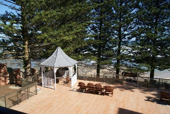 Sea Otters Lodge: Gazebo on patio