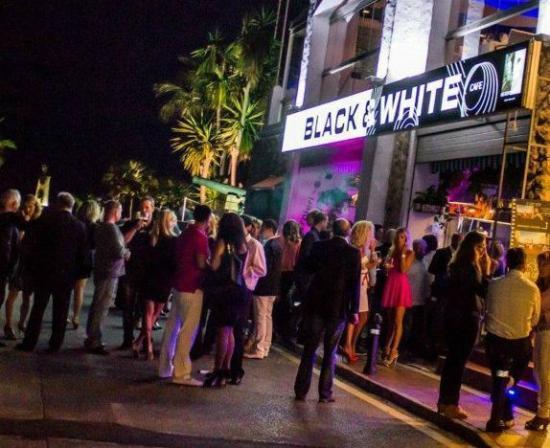 Black white puerto banus restaurant reviews phone number photos tripadvisor - Zoom pizza puerto banus ...