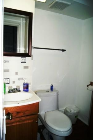 Mina's Guesthouse: This is bathroom for room 2 this is a private bathroom
