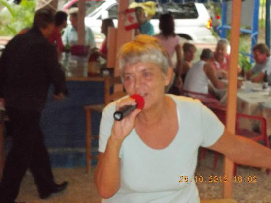 The Anchor Cafe: The owner Joan can sing also .....