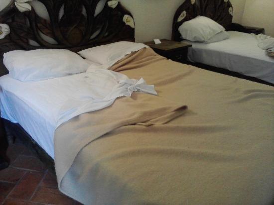 Mirador del Frayle Hotel: Habitacion sin cubrecamas y frias
