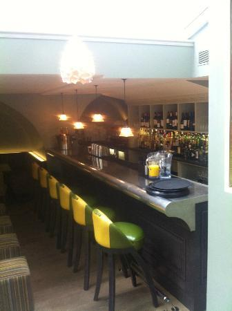 Dorset Square Hotel: Bar