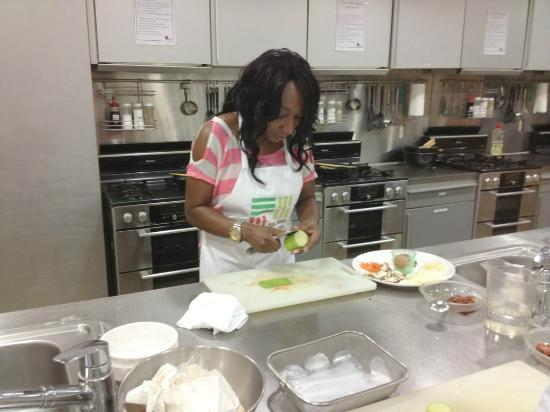 Food & Culture Academy : Chopping vegetables