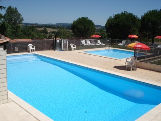 Gîtes la Grange du Cheval Blanc : Les piscines