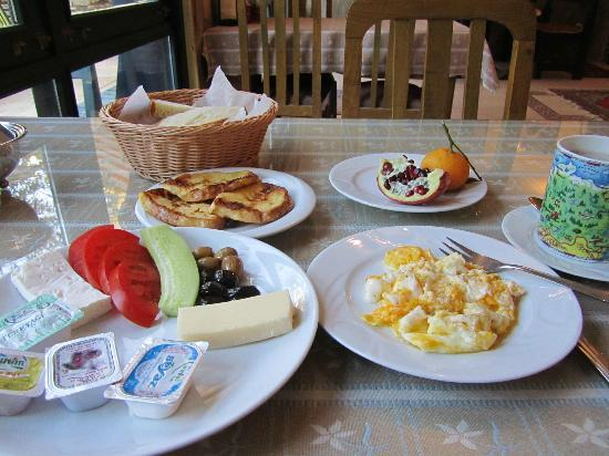 Mr Happy's - Liman Hotel: Breakfast! Full all day!!!
