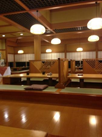 Hotel Kunitomi Suisenkaku: Der gemütliche Speisesaal