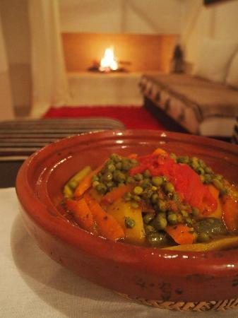 Dar Akal: enjoyed a wonderfully romantic and cozy dinner prepared by brahim in the parlour by the fire