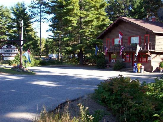 Henrietta's Pine Bakery: The Bakery