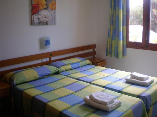 Apartamentos Arenal Playa: Dormitorio doble