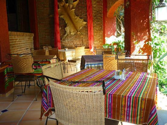 Casa Flores: Breakfast area