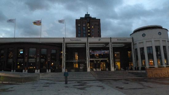 Van der Valk Theaterhotel de Oranjerie: front of hotel, nice bar to left, tower behind are the rooms