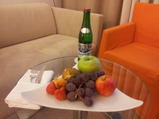 Design Hotel Josef Prague: Der Obstteller auf dem Zimmer