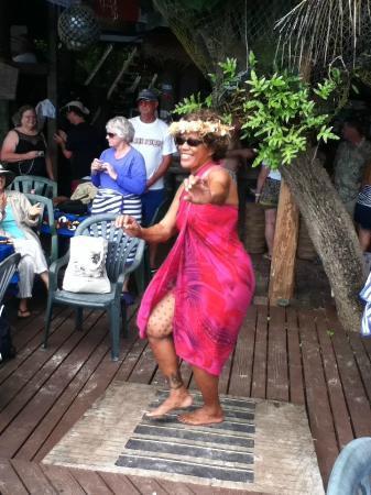 Tisa's Barefoot Bar: Tisa's dance