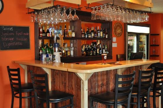 comptoir bar bar counter picture of auberge du marchand maria tripadvisor. Black Bedroom Furniture Sets. Home Design Ideas