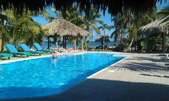 White Sands Cove Resort: Another pristine pool view