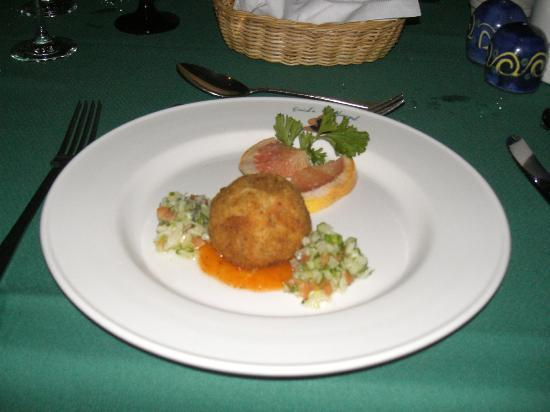 The Club, Barbados Resort & Spa: Delicious crab cakes at Enids