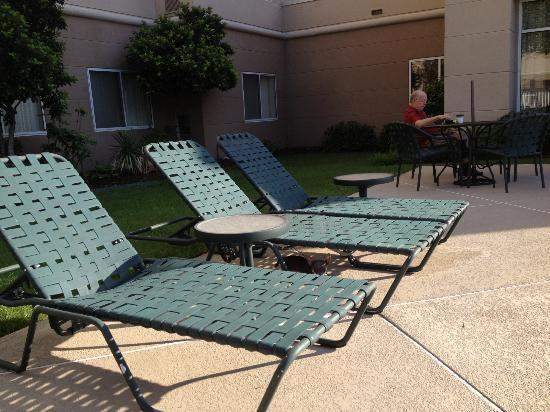 Homewood Suites Dallas-Market Center: Get bronzed in the Dallas sun!!