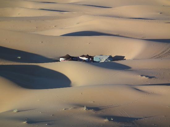 Auberge Camping Ocean Des Dunes: Un campement berbère caché dans les dunes.
