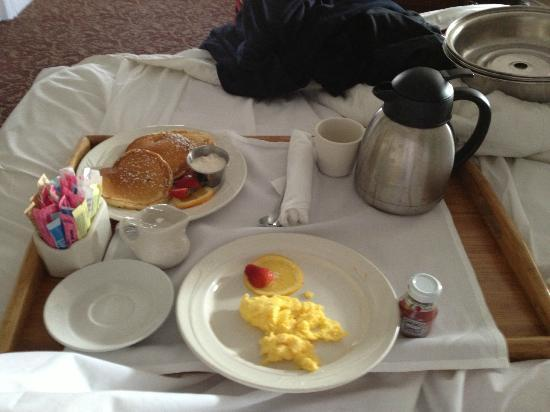 Stanley Hotel: Breakfast in Bed!