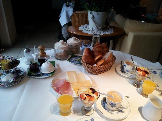 แอบโซลูท เฟอร์ฮุลสท์: Breakfast