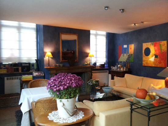 แอบโซลูท เฟอร์ฮุลสท์: Living Room