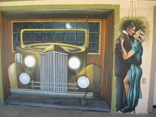Aztec Motel & Gift Shop: Clark Gable and Carol Lombard Mural