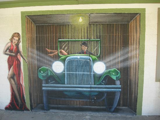 Aztec Motel & Gift Shop: Great Gatsby Mural