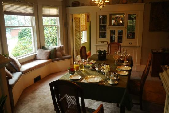 Greystone Bed & Breakfast: before breakfast