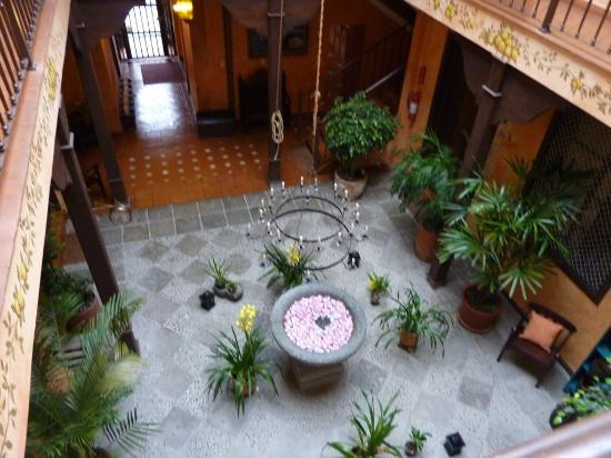 Hotel Casa del Aguila: patio interior