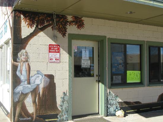 Aztec Motel & Gift Shop: Marilyn Mural