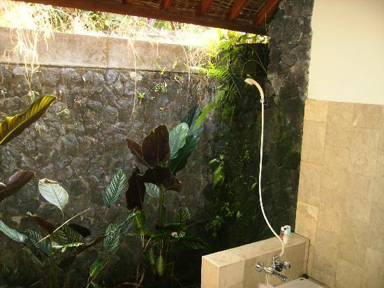 Ananda Cottages: salle de bains à ciel ouvert