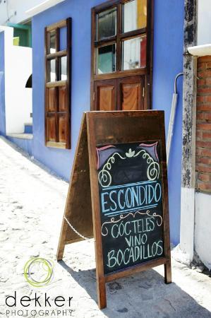 Escondido: Anuncio.  What is the special today?