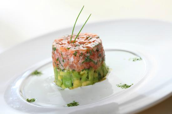 al hamayim: Salmon tartar