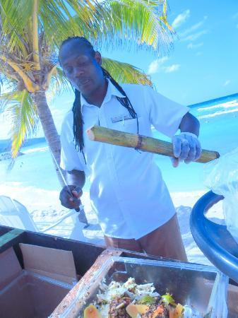 Secrets St. James Montego Bay: This man peeled fresh fruit and was very entertaining
