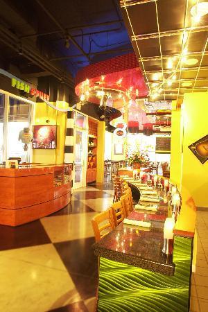 RockFish Boardwalk Bar and Seagrill: Interior
