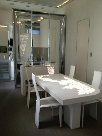 El Palauet Living Barcelona: Dining area in the suite