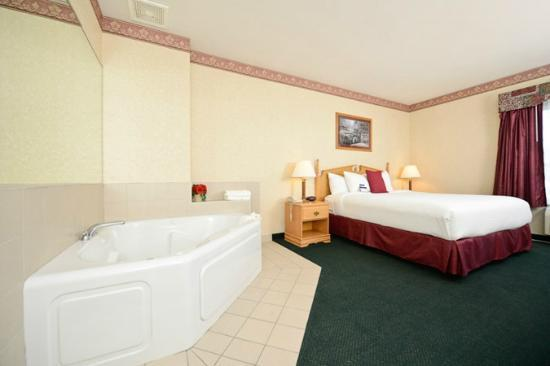 BEST WESTERN PLUS Howe Inn : Whirlpool Room