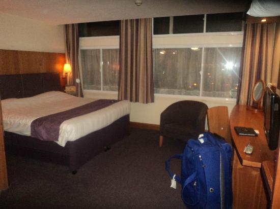Premier Inn Manchester City Centre (Arena/Printworks) Hotel: Spacious Bedroom - Room 817
