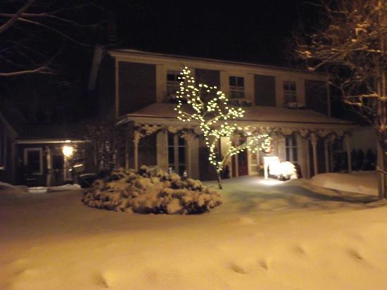 Historic Davy House B&B Inn: Historic Davy House - Winter Scene