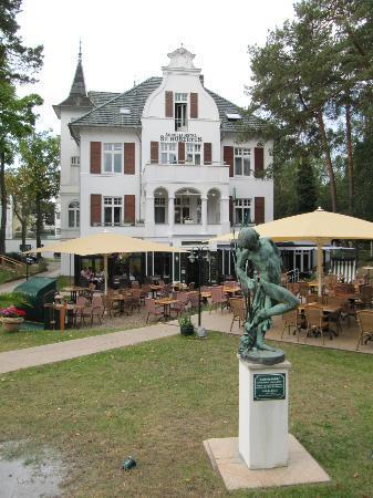 Aurelia Hotel St. Hubertus: Herbstlicher Garten auf Meerseite