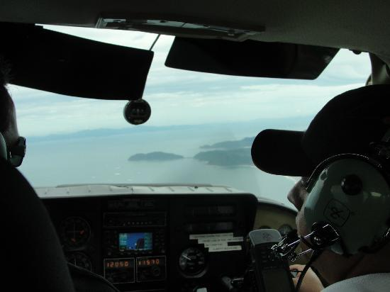 Atenas, Costa Rica: Walter flying the plane over Pacific
