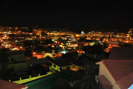 Portofino de Cabo Resort: Night view at the patio